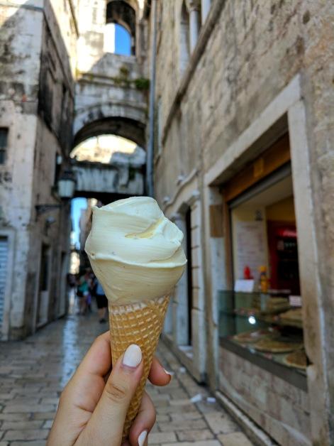 Luka ice Cream, Split